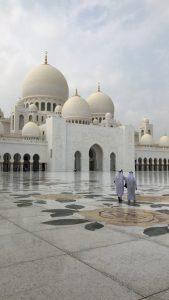 Abu Dhabi, Middle Eastern art, Sheikh Zayed Grand Mosque, arabic art, city guides, Abu Dhabi city guide, travel magazine, art guides, Louvre Abu Dhabi, Abu Dhabi Art, travel guides, Eastern art, J'aipur Journal, Rupi Sood, editor picks, islamic art, arabesque patterns